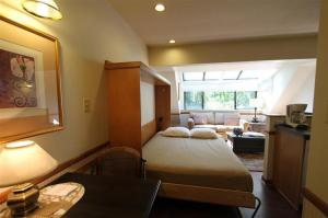Clock-Tower-Resort-photos-Room-tower-murphy-bed